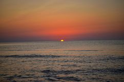 Sonnenaufgang in dem rumänischen Meer Lizenzfreie Stockfotos