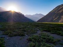Sonnenaufgang in den Anden Stockfotos