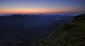 Sonnenaufgang in den Bergen Lizenzfreie Stockfotos