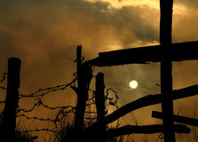 Sonnenaufgang in den dunklen Wolken Lizenzfreies Stockfoto
