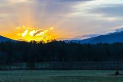 Sonnenaufgang in den schönen rauchigen Bergen von Tennessee 2 Stockfoto