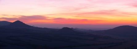 Sonnenaufgang in den zentralen böhmischen Hochländern, Tschechische Republik lizenzfreies stockbild