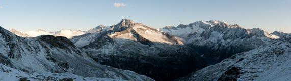 Sonnenaufgang in den Zillertal Alpen Stockfotos