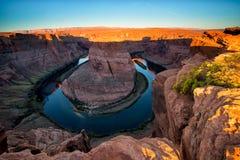 Sonnenaufgang an der Kehre auf dem Colorado in Glen Canyon, Ariz lizenzfreies stockbild