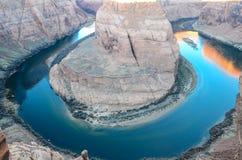 Sonnenaufgang an der Kehre in der Seite, Arizona Lizenzfreies Stockfoto
