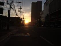 Sonnenaufgang in der Mitte Lizenzfreies Stockbild