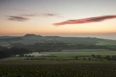 Sonnenaufgang in der Pfeife mit Frost aus den Grund lizenzfreies stockbild