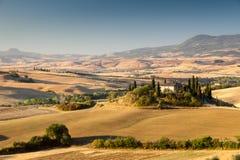 Sonnenaufgang in der toskanischen Landschaft, Italien stockfotografie