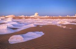 Sonnenaufgang an der weißen Wüste, Ägypten stockfotos