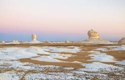 Sonnenaufgang an der weißen Wüste, Ägypten lizenzfreie stockbilder