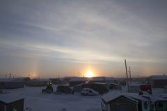 Sonnenaufgang des frühen Morgens in Arviat mit einem sundog Stockfotografie