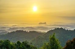 Sonnenaufgang des panoramischen Hügels, Sungai Lembing Lizenzfreie Stockfotos
