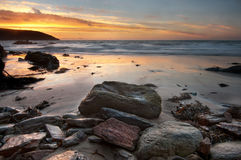 Sonnenaufgang durch das Wasser Lizenzfreie Stockfotos