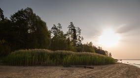 Sonnenaufgang durch den See Lizenzfreie Stockfotografie