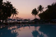 Sonnenaufgang durch die Küste Lizenzfreie Stockfotos