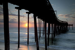 Sonnenaufgang an einem äußeren Querneigung-Pier Stockbilder