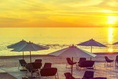 Sonnenaufgang an einem public- domainstrand von Jurmala Lizenzfreies Stockfoto