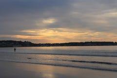 Sonnenaufgang-Fischen des Swampscot-Hafen-Strand-1 stockbild