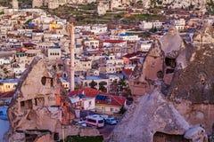 Sonnenaufgang in Goreme-Stadt, die Türkei lizenzfreie stockfotos