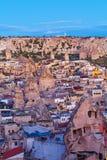 Sonnenaufgang in Goreme-Stadt, die Türkei lizenzfreie stockfotografie