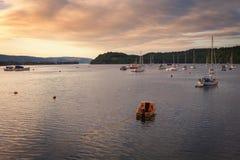 Sonnenaufgang am Hafen von Tobermory, ist die Hauptstadt von Mull, wi lizenzfreie stockfotos