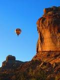 Sonnenaufgang-Heißluft-Ballon-Fahrt Lizenzfreies Stockfoto