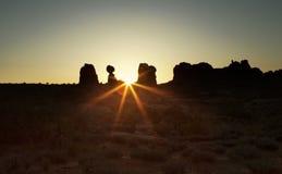 Sonnenaufgang im Bogen-Nationalpark Stockfotos