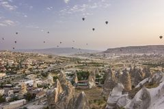 Sonnenaufgang im cappadocia mit Luft baloons Lizenzfreies Stockbild