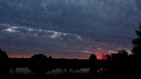 Sonnenaufgang im Dorf stock footage