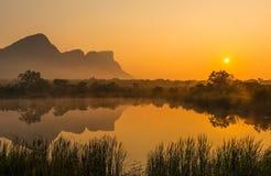 Sonnenaufgang im Entabeni Safari Game Reserve, Südafrika stockfoto