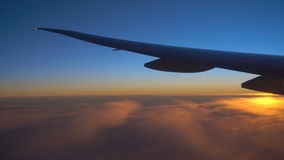 Sonnenaufgang im Flugzeug stock footage