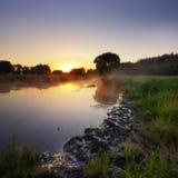 Sonnenaufgang im Fluss Lizenzfreies Stockfoto