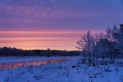 Sonnenaufgang im Fluss Lizenzfreie Stockbilder
