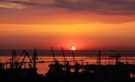 Sonnenaufgang im Hafen von Odessa Lizenzfreies Stockfoto