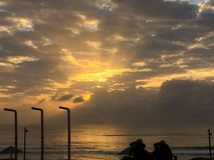 Sonnenaufgang im Indischen Ozean Durban lizenzfreie stockbilder