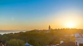 Sonnenaufgang im Istanbul von der Spitze mit Bosphorus-Brücke und Topkapi-Palast-Museum timelapse - Istanbul - die Türkei stock video
