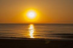 Sonnenaufgang im Meer Stockbilder