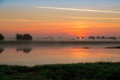 Sonnenaufgang im Nebel Stockbild