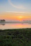 Sonnenaufgang im Nebel Stockfotos