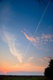 Sonnenaufgang im roten Himmel der Steppensonne mit Wolken Stockfoto