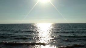 Sonnenaufgang im schönen Mediterrian-Meer stock footage
