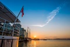 Sonnenaufgang in im Stadtzentrum gelegenem Toronto lizenzfreie stockbilder