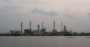 Sonnenaufgang 4K Timelapse an der Erdölraffinerie stock footage
