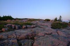 Sonnenaufgang leuchtet den rosa Granitfelsen Lizenzfreies Stockfoto