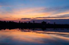 Sonnenaufgang mit Baumschattenbild Lizenzfreie Stockbilder