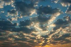 Sonnenaufgang mit Wolken Lizenzfreies Stockfoto