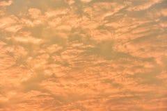 Sonnenaufgang, Morgenhimmel Goldener Himmel Goldene Wolke Sonnenuntergang mit goldenem gelbem Himmel Die letzte Stunde am ersten  Stockfotos