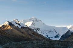 Sonnenaufgang am Mt everest lizenzfreie stockfotos