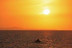 Sonnenaufgang nahe Hvar-Insel, adriatisches Meer, Kroatien Lizenzfreie Stockfotos