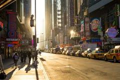 Sonnenaufgang nahe Times Square in New York Lizenzfreie Stockbilder